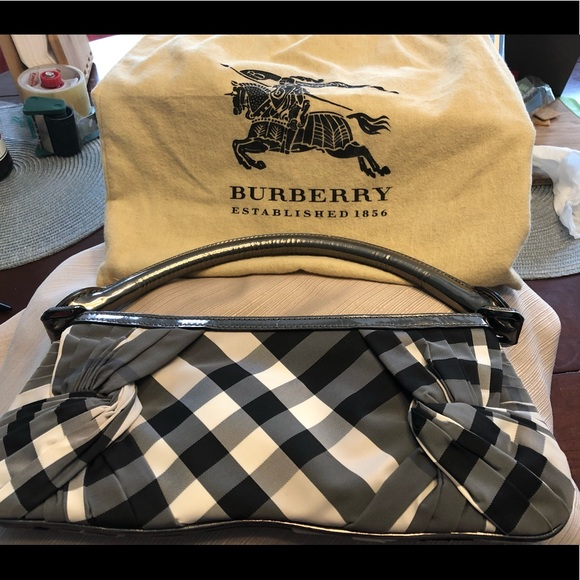 Burberry Handbags - Authentic Burberry vintage shoulder bag